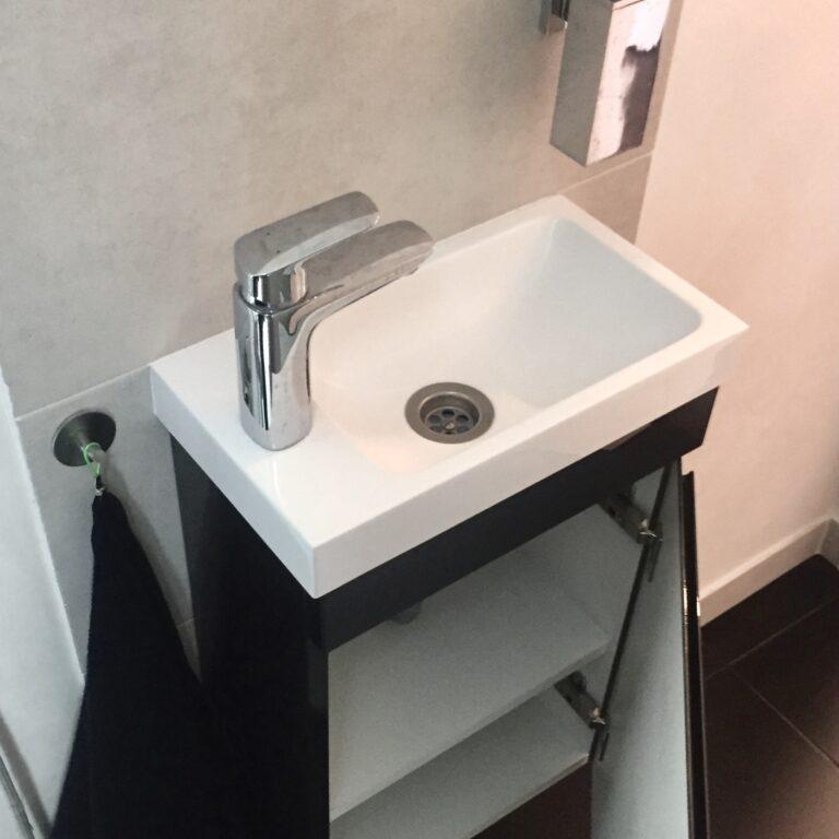 Тумба под умывальник в туалет
