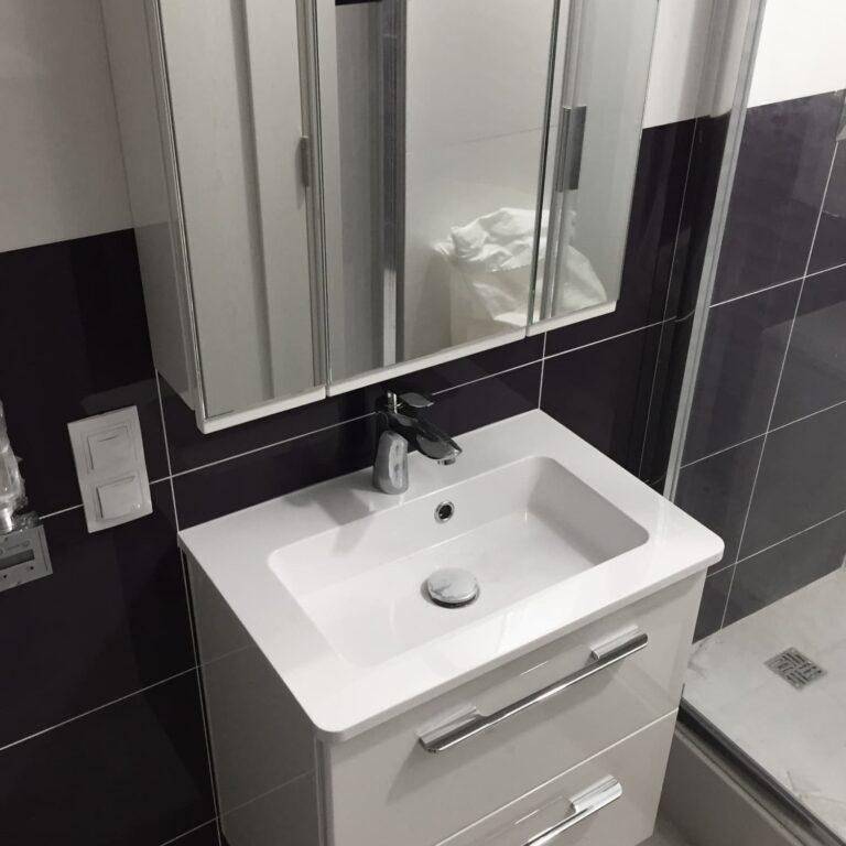 Тумба и Зеркальный шкаф с подсветкой в ванную
