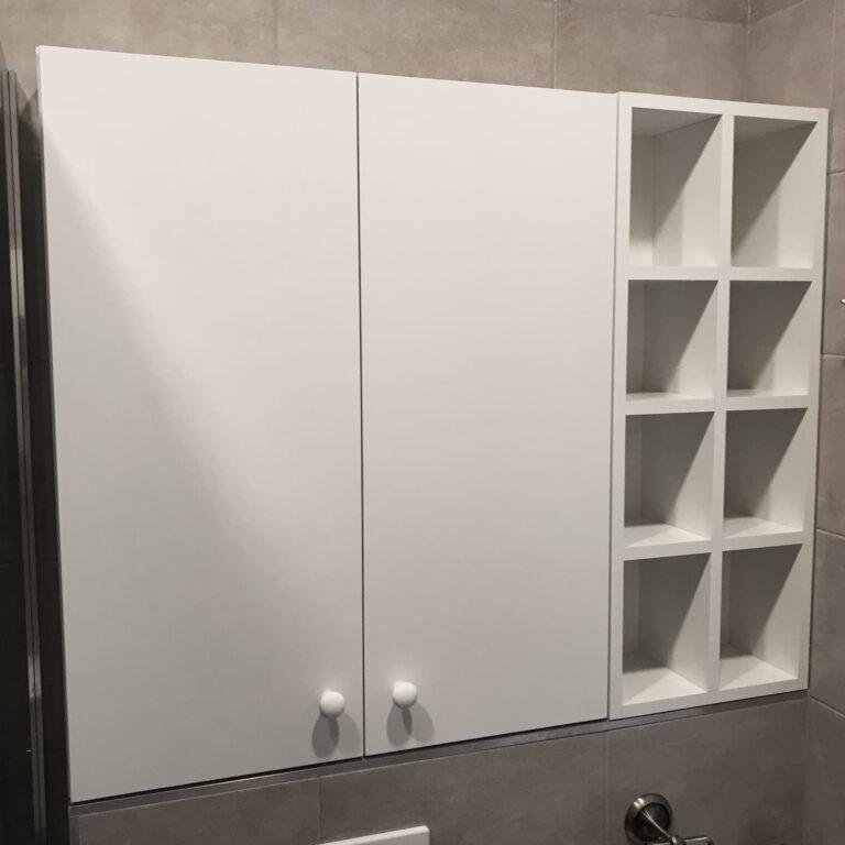 Шкафчик над инсталляцией в туалет