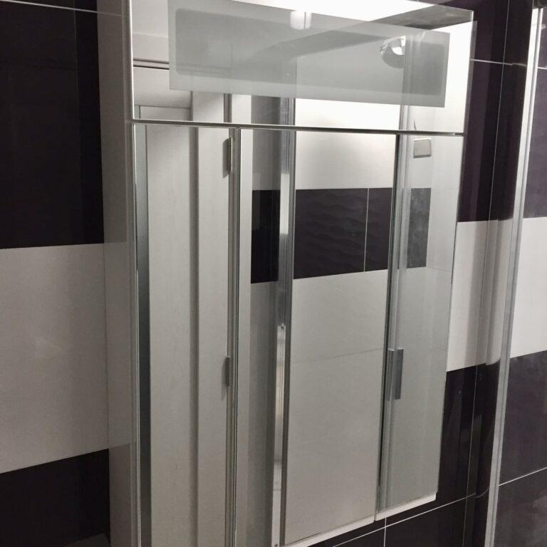 Зеркальный шкаф с подсветкой в ванную