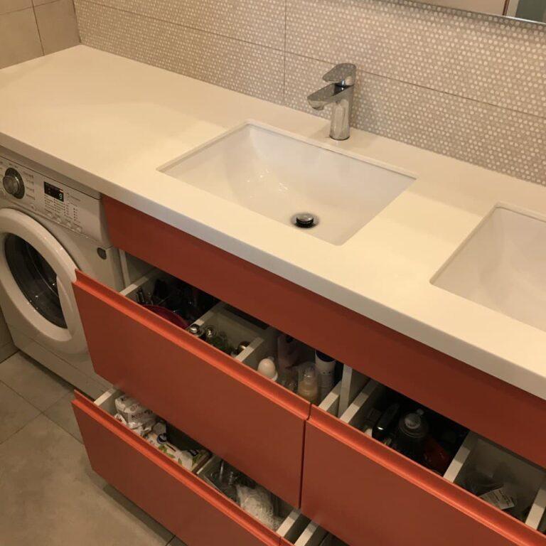 Оранжевая тумба в ванную с выдвижными ящиками