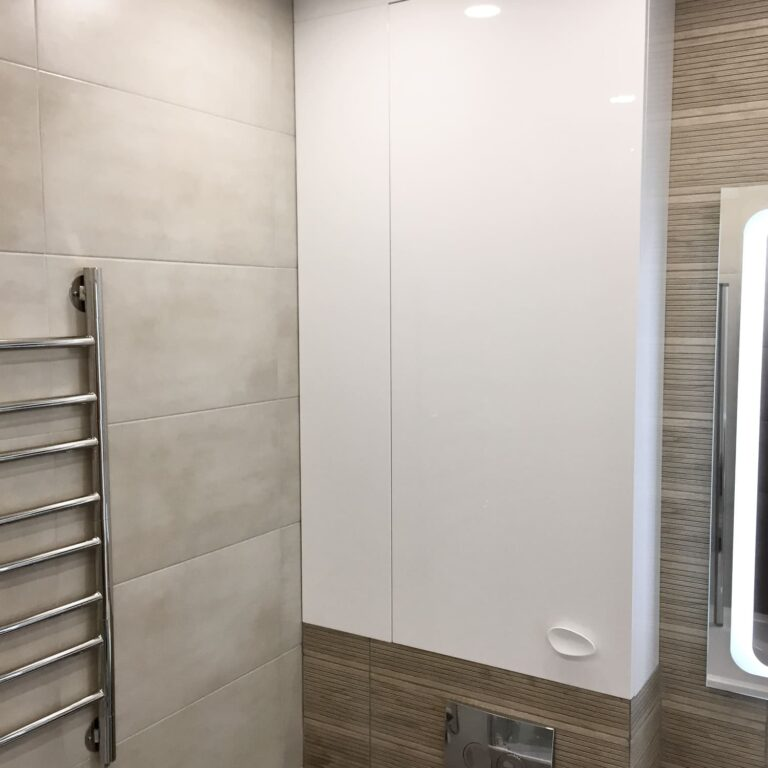 Шкафчик над инсталляцией