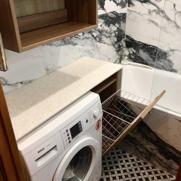 Тумба с корзиной для белья в ванную возле стиральной машины